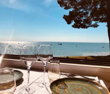 À vendre restaurant rentable, pleine vue mer cadre de vie et horaires attractifs, région Bretagne. image 2