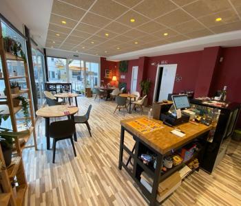 Vente de fond de commerce-restaurant propre, beau matériel, rentable et excellemment bien placé. image 2