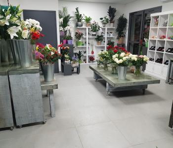 Belle boutique de fleurs très lumineuse dans village historique implanté depuis 14 ans. image 2