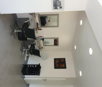 Vends fonds de commerce très beau salon de coiffure à proximité de Louviers ; beau potentiel. image 2